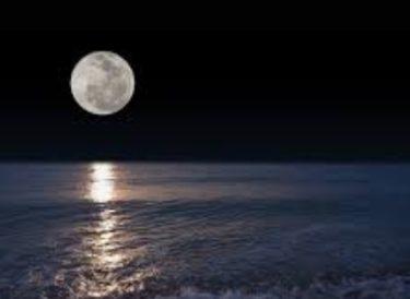 スーパームーンとはどんな満月?2021年のいつに何時に見える