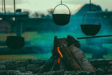 キャンプの料理に便利な調理器具20品!電源なしのテント内でも使える