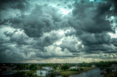 日焼けは曇りや雨の日でも焼ける!紫外線の正しい対策法