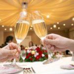 結婚式の乾杯や受付は誰に依頼する?選び方・頼み方を紹介