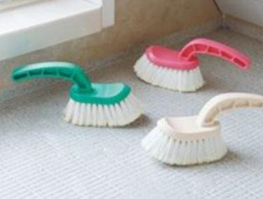 お風呂の頑固なカビ・壁・床のカビを落とす掃除グッズや洗剤を紹介