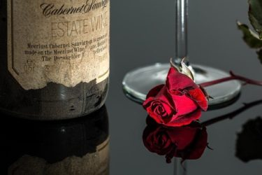 ダイエットにいいワインは赤、白、ロゼのどれ?太らない飲み方は