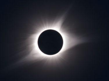日食とは!部分日食、皆既日食、金環日食が見れるのはいつ