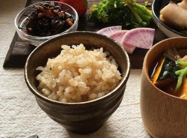 ダイエットには玄米、もち麦、雑穀米のどれ?カロリーと栄養成分を比較