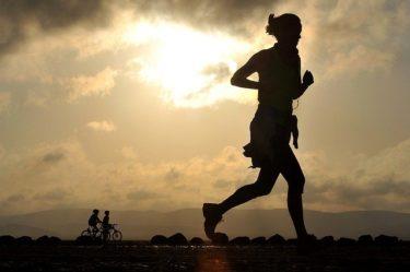 ダイエットに効果的な有酸素運動と筋トレの順番、時間配分は?