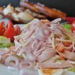 人気でおいしい新玉ねぎレシピ!簡単に作れるサラダやスープなど